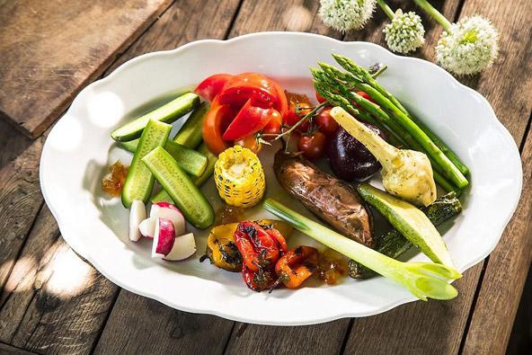 ירקות אורגניים מהגינה של מסעדת שסטל