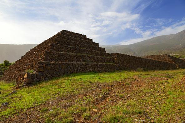 פירמידות מסתוריות בכפר גוימאר