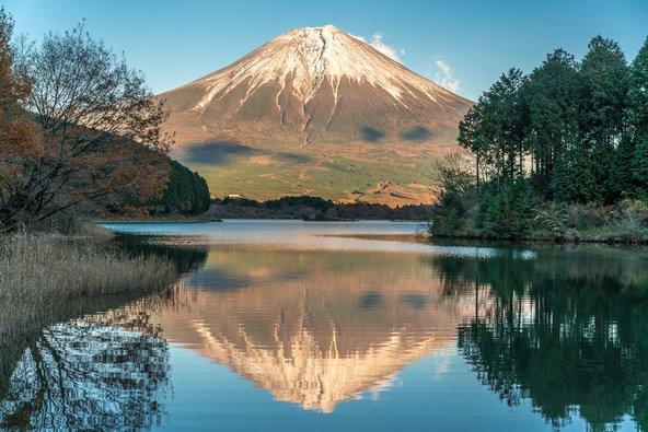 הנוף של הר פוג'י כפי שהוא נשקף משביל הטבע טוקאי