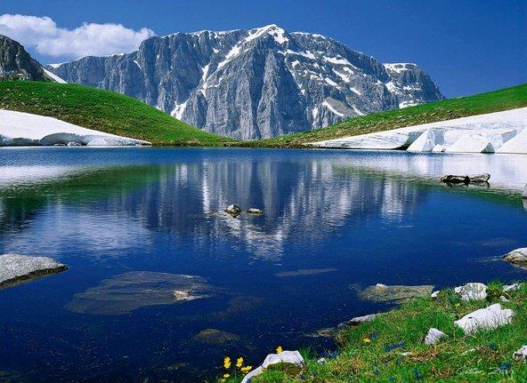 חבל זגוריה מתאפיין בנופים הרריים עם צמחייה ירוקה והרבה מים