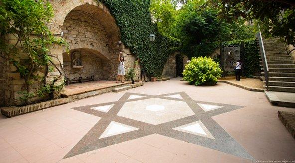 חצר המוזיאון היהודי בג'ירונה   צילום: Òscar Vall_Patronat de Turisme Costa Brava Girona