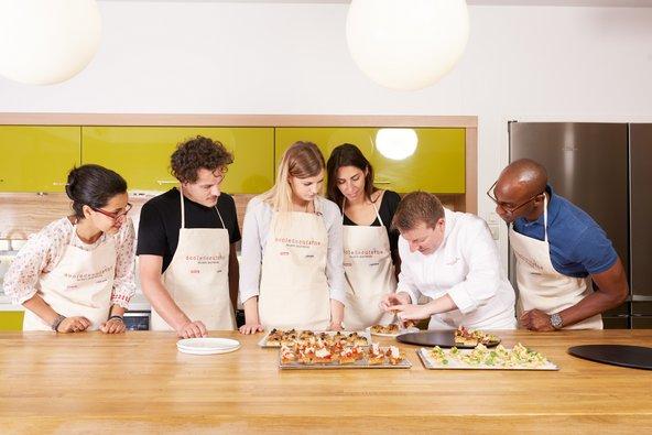 שיעור בבית הספר לבישול של אלן דוקאס | צילום: Martyna Pawlak