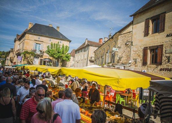 הסדנאות של Le Chèvrefeuille Cookery School נפתחות בביקור בשוק המקומי | צילום: alison wood photography uk