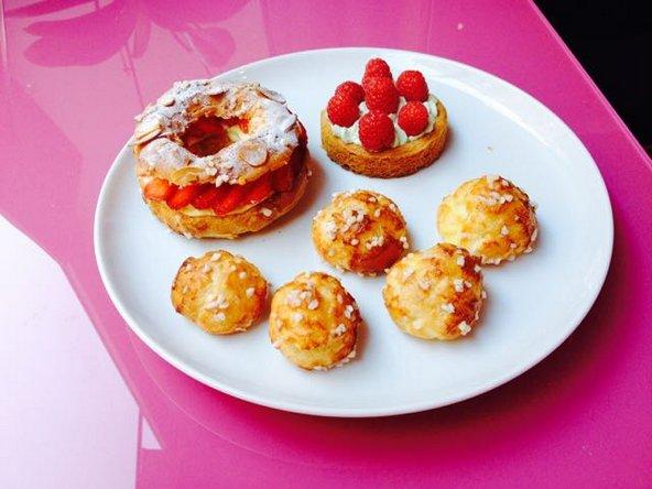 השתתפות בסדנת פטיסרי בפריז תאפשר לכם להכין קינוחים צרפתיים קלאסיים כמו פריז ברסט או סבלה ברטון