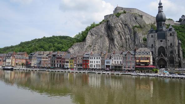 העיירה היפהפייה דינאן (Dinant). מי שאמר שבלגיה משעממת לא טייל בחבל הארדנים