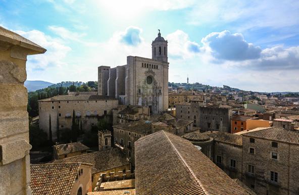 מבט על גגות הרובע העתיק של ז'ירונה | צילום: JD Andrews_ Patronat de Turisme Costa Brava Girona