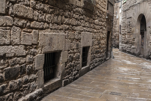 סמטת אבן צרה ברובע היהודי בברצלונה