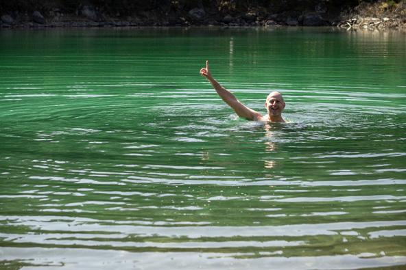 לאמיצים בלבד: טבילה במים הקרים (מאוד)   צילום: אורית גוטרבוים-פרטוק