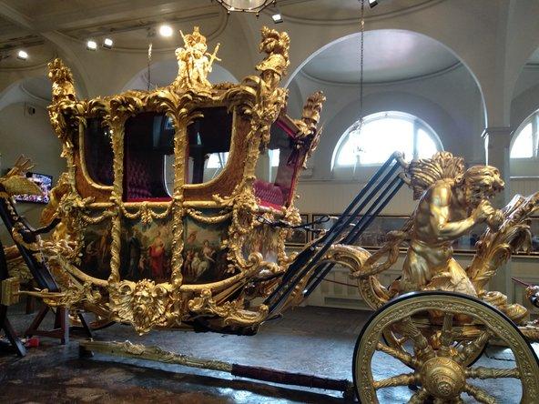 כרכרת זהב באורוות המלכותיות