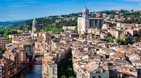 מבט על בתיה העתיקים של ז'ירונה | צילום: Oscar Vall_Patronat de Turisme Costa Brava Girona