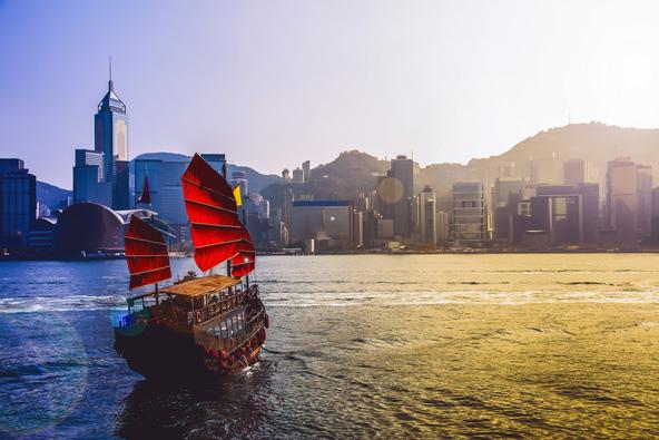 סירת מפרשים מסורתית. מומלץ לצאת לשייט בנמל ויקטוריה