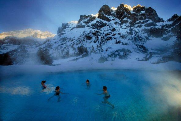 הנופים ההרריים שמסביב ללויקרבאד עושים הפלאות לגוף ולנפש, במיוחד כשיורד שלג | צילום: Leukerbad Tourismus