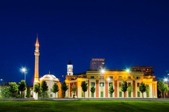 מסגד אטהם ביי ומגדל השעון
