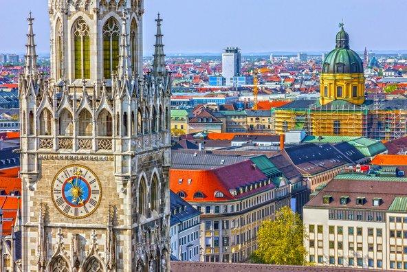 כיכר מריאנפלאץ, סביבה מרוכזים כמה ממוקדי העניין הבולטים במינכן