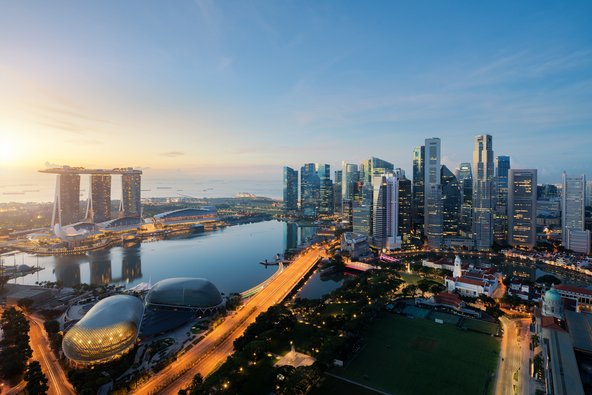 סינגפור מפורסמת בגורדי השחקים שבה, אבל יש בה גם חופים נפלאים