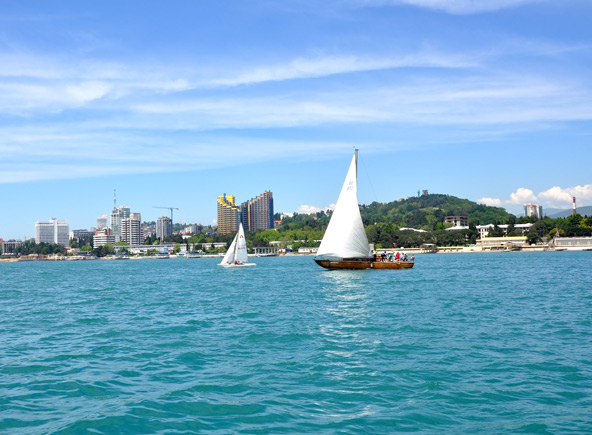 סוצ'י משלבת באופן מושלם בין חופשה ליד הים, אטרקציות משפחתיות וטיולים בטבע