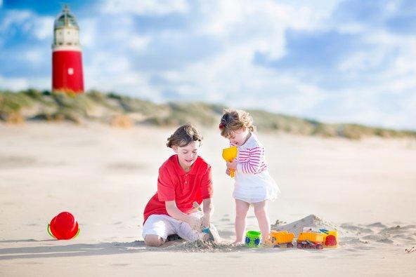 משחקים בחול באי טסל