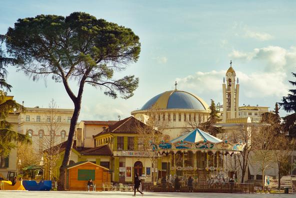 טירנה, אלבניה: מדריך למבקרים בעיר