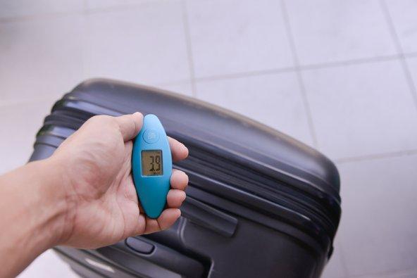 משקל למזוודות הוא פריט לא יקר שיחסוך לכם הרבה כסף על משקל עודף