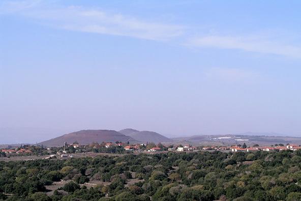 אלוני הבשן, אחד המושבים הדתיים בגולן | צילום: ויקיפדיה, cc-by-sa 3.0