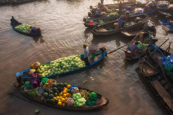 השוק הצף קאי ראנג בדלתת המקונג. חוויה אותנטית ולא ממוסחרת