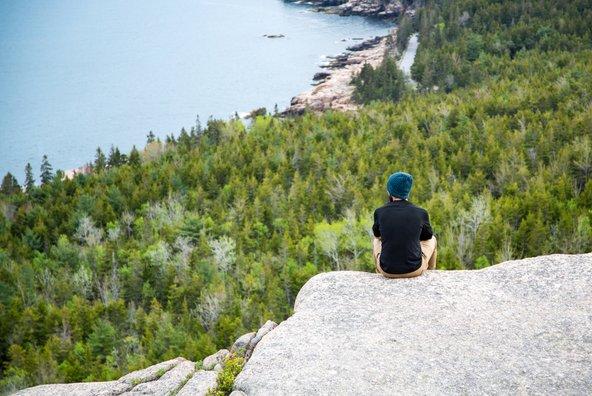 רגע של מנוחה מול הנוף אחרי הטיפוס בשביל פרסיפיס