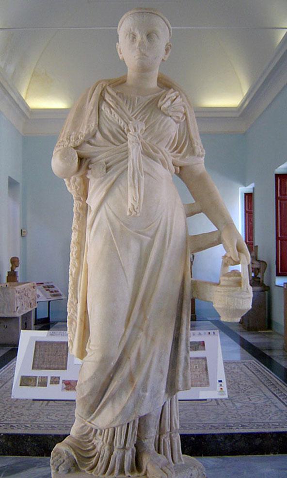 פסל של האלה המצרית איזיס במוזיאון הארכאולוגי האזורי