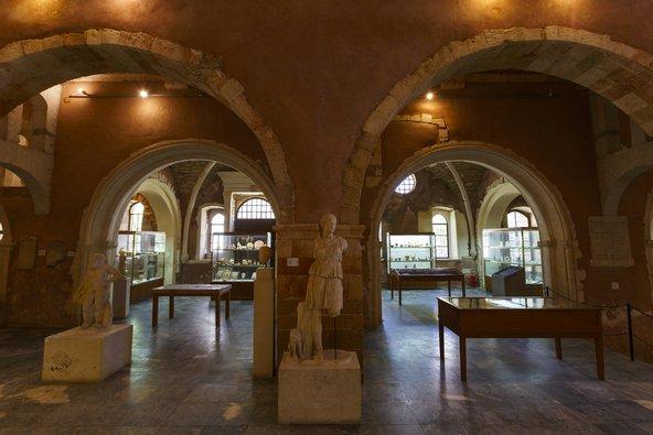 המוזיאון הארכאולוגי של חאניה, שממוקם בכנסיית פרנסיס הקדוש | צילום: Milan Gonda / Shutterstock.com