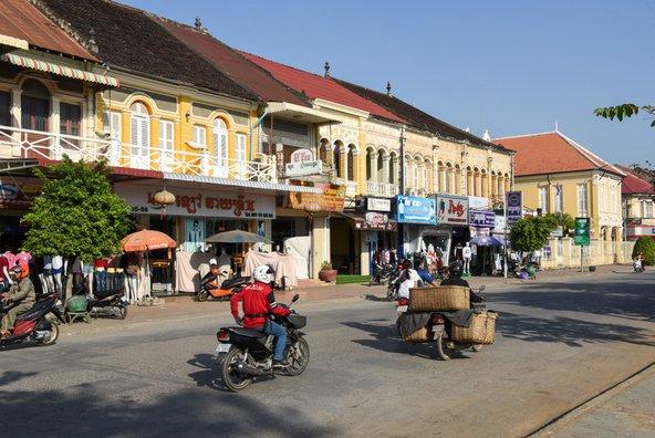 למרות גודלה, בבאטאמבאנג יש אווירה של עיירה קולוניאלית שלווה