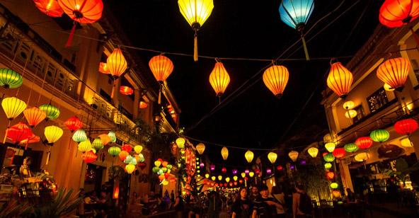 פנסי נייר בהוי אן, עיר רומנטית מלאת קסם