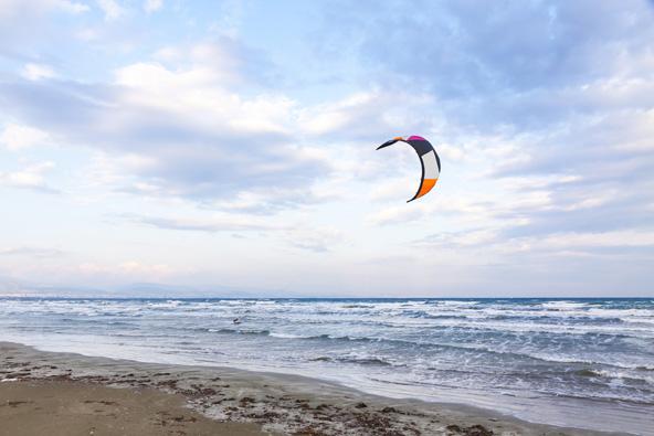 קייט סרפינג בחוף ליידי'ס מייל