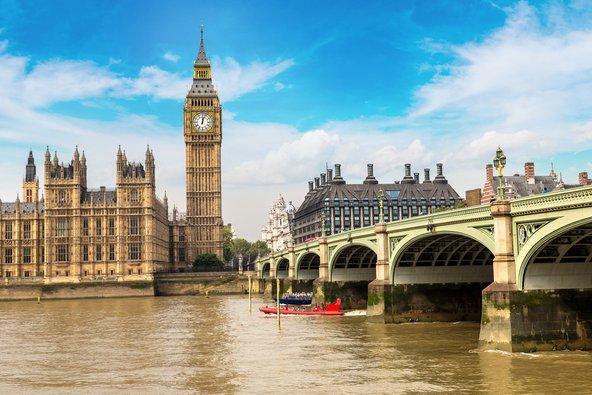מגדל הביג בן ובתי הפרלמנט בלונדון