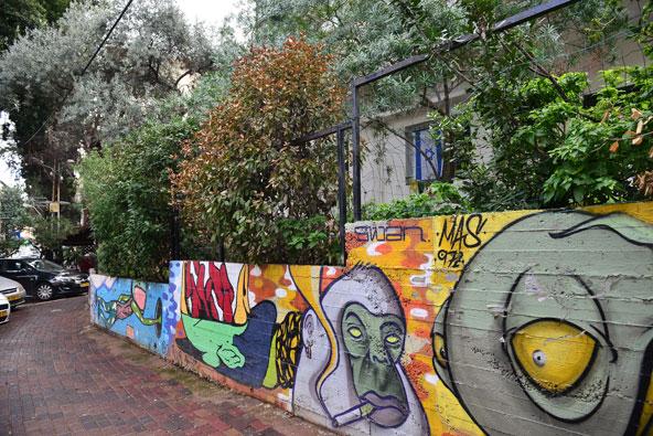 ציורי גרפיטי ברחוב מסדה, הרחוב הצעיר והתוסס של שכונת הדר בחיפה