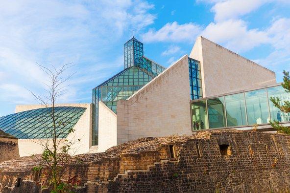 מוזיאון לאמנות מודרנית ממוקם בבניין בעיצוב מרהיב