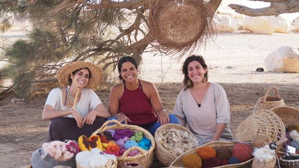 נשים יוצרות. רצון לשמר את המיומנויות המסורתיות | צילום: יוני פינקלשטיין
