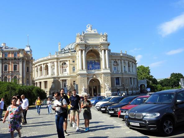 בניין האופרה המהודר | הצילומים בכתבה: עמי בן-בסט