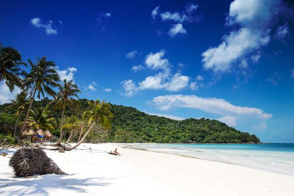 חוף חלומי באי פוקוק שבדרום-מערב וייטנאם. העונה המתאימה לטיול תלויה באזור שבו תהיו