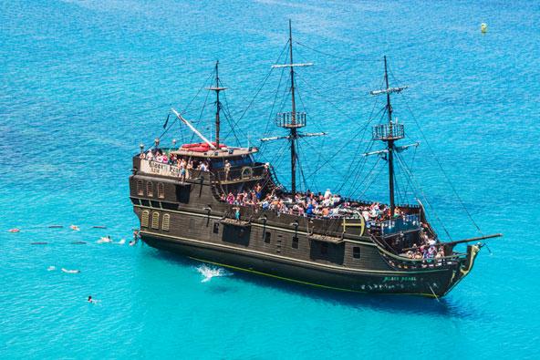 """שייט בספינת הפיראטים """"הפנינה השחורה"""""""