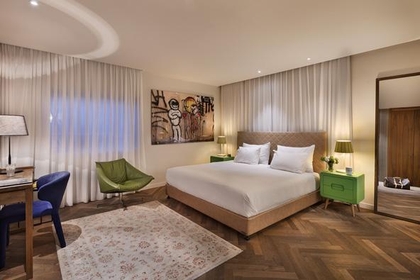 החדרים במלון שינקין מרווחים ומעוצבים בעיצוב אורבני עכשווי
