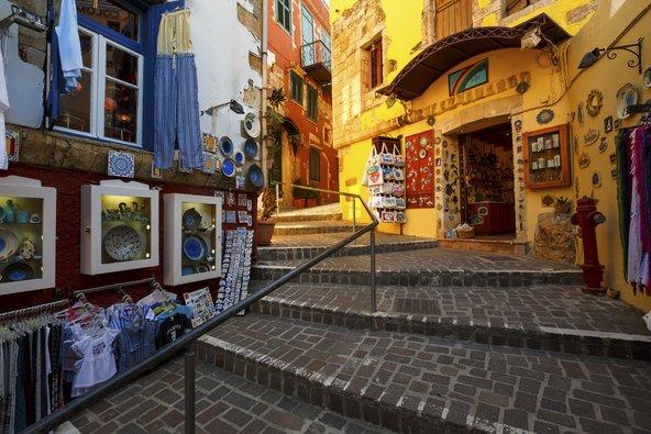 חנויות מזכרות בעיר העתיקה של חאניה | צילום: Milan Gonda / Shutterstock.com