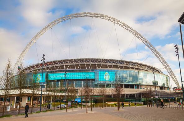 אצטדיון וומבלי בלונדון מארח משחקי כדורגל ורוגבי והופעות מוזיקליות בינלאומיות