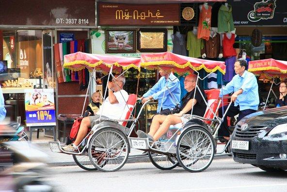 סייקלו, אופני ריקשה, הם כלי תחבורה נפוץ בהאנוי