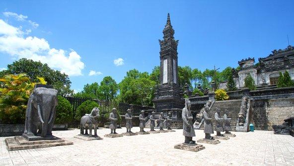 הואה מפורסמת בקברי הקיסרים המפוארים שבה