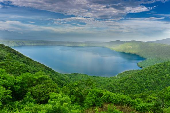 לגונה דה אפויו, אגם געשי יפהפה