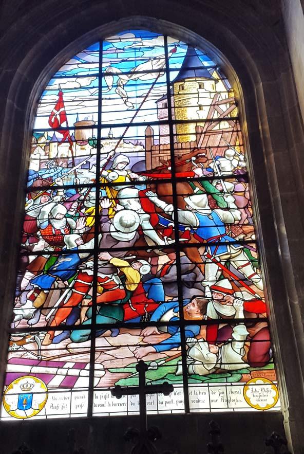 ויטראז' בכנסיית סנט אנטואן, המתאר את תפיסתה של ז'אן בקומפיין
