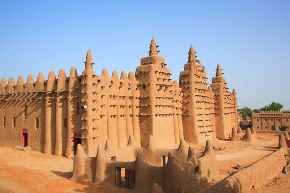 המסגד הגדול בג'נה שבמאלי. מבנה החמר הגדול בעולם