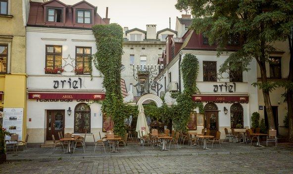 מסעדה ברובע קאז'ימייז', הרובע היהודי המתחדש של קרקוב | צילום: mikolajn / Shutterstock.com