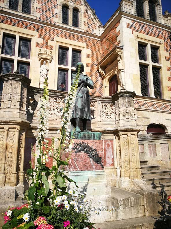 פסל של ז'אן באורליאן
