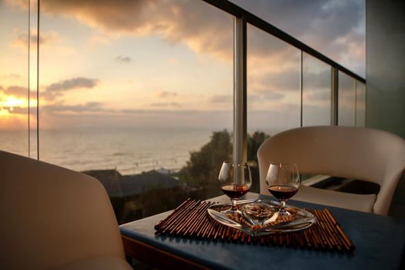 הכי רומנטי שיש. שקיעה ממרפסת חדר דלוקס במלון מדיטרה