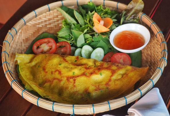Banh xeo - פנקייק ממולא בבשר ועשבי תיבול